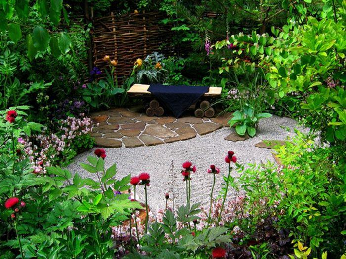 como hacer un jardín, rincón tranquilo rodeado de vegetación salvaje