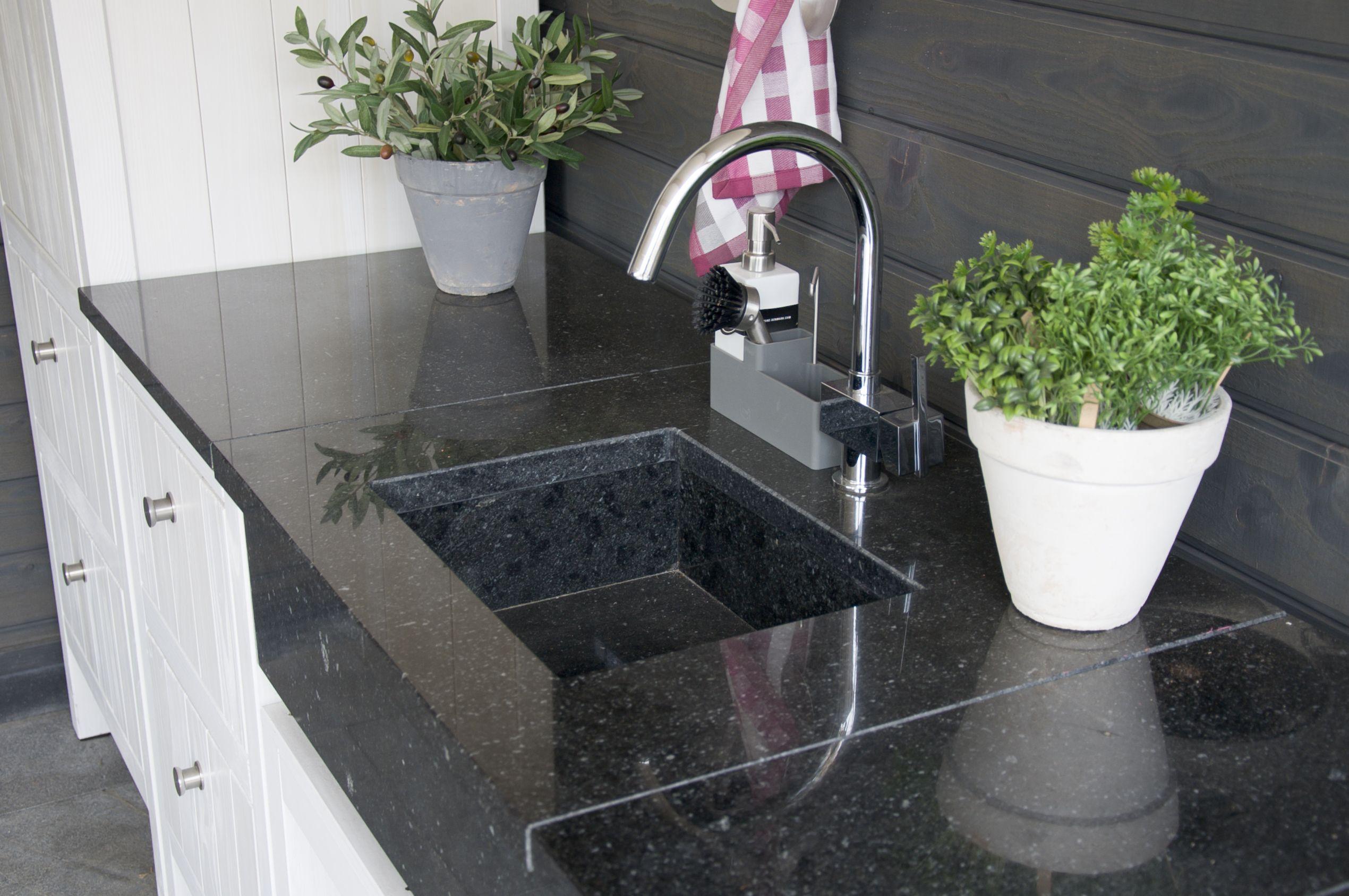 granieten wasbak buitenkeuken aanrecht keukenblad buiten eten