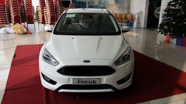 SaigonFord giới thiệu sản phẩm xe Ford Focus 1.5l Ecoboost Titanium + 6PS 2016   Mua xe ô tô giá cạnh tranh tại SaigonFord TPHCM  Cần bán xe Ford Focus 1.5l Ecoboost Titanium + 6PS 2016 100% model mới nhất.  Một số trang bị tiện ích trên xe: - Ghế lái chỉnh điện 6 hướng. - Rửa đèn pha tự động. - Điều hòa mát lạnh với hệ thống 2 vùng khí hậu. - Ghế hành khách có thể điều chỉnh nhiệt độ theo ý mình. - Xe tích hợp màn hình cảm ứng 8'' nét căng. - Với 9 loa âm thanh nổi sống động.  An toàn trên…