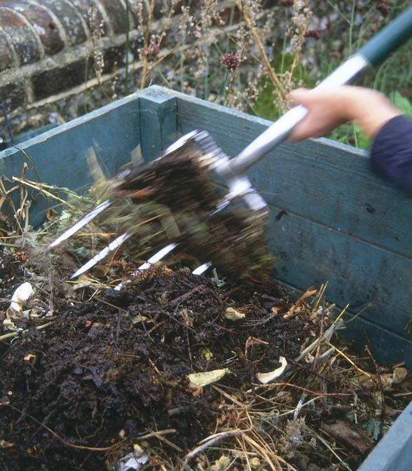Trench Composting With Kitchen Scraps: Composting DIY: How To Use Your Mulch