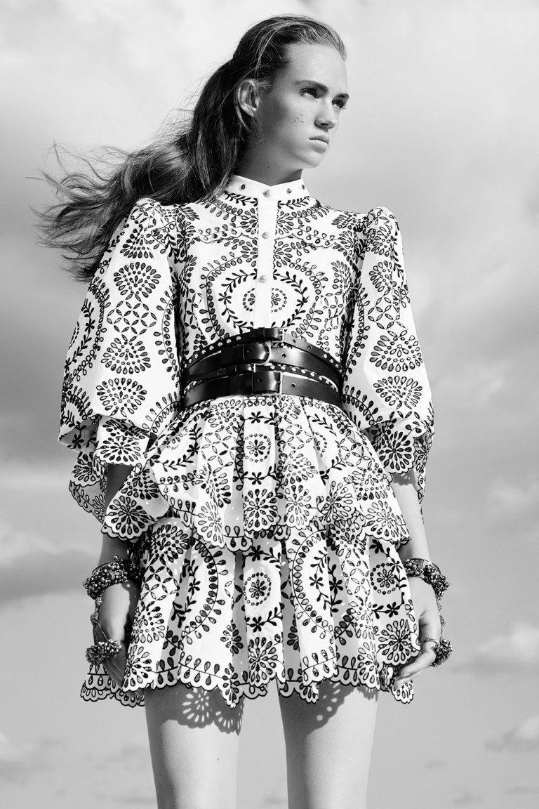 Alexander Mcqueen,Fashion, Fashion ilustration, Fashion style, Fashion photography, Fashion teenage,  Style fashion, Style inspiration, Stylefor short hair Style icons