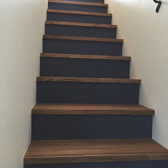 壁 天井 ネイビー 階段の蹴り込み 階段 アクセントクロス などの