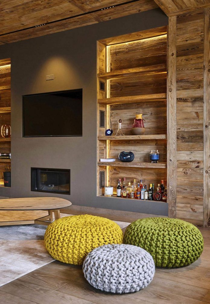 Wooden theme mountain apartment with small touches of color energize the whole home - CAANdesign