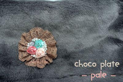 choco plate brooch