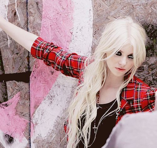 Another Taylor Momsen. I just love the contrast of dark rocker clothes and makeup with her blond hair and pale skin.