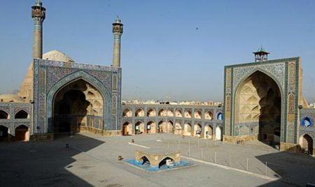 Mezquita de Yameh. Isfahán (Irán), siglos VIII-XI. Es una de las edificaciones más antiguas de Irán, que ha sufrido varias remodelaciones en su historia, la última llevada a cabo por los selyúcidas. La mezquita, hoy Patrimonio de la Humanidad, sirvió como modelo en toda Asia Central.