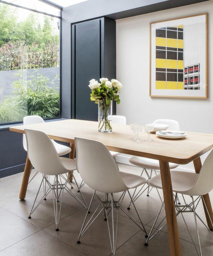 Hervorragend Ein Hoher Tisch Mit Einer Vase Voller Weiße Rose, Ein Bild, Kleine Wohnung  Einrichen