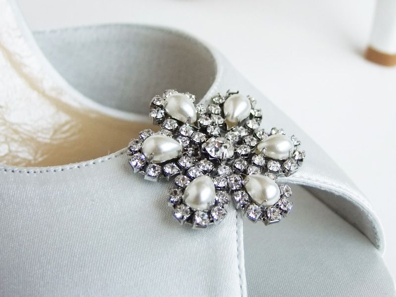 Love the brooch on the Chrystal shoes... http://www.piotrantoni.com.au/#!product/prd1/1912310235/crystal