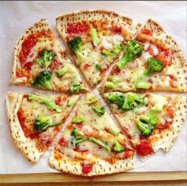 Pizza De Brocoli Con Queso 1 Trozo Tiene 250 Calorias Los Brocolis