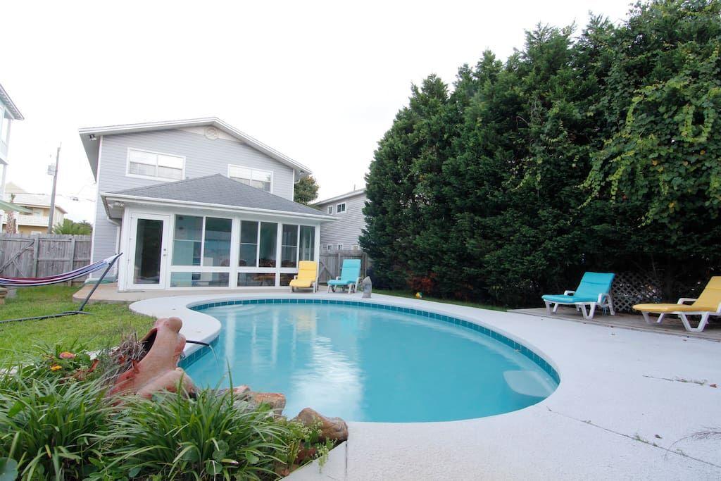 1min Walk To The Beach Heated Pool Houses For Rent In Destin Beach House Vacation Dream Beach Houses Beautiful Beach Houses