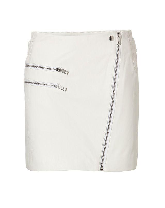A pristine choice in bright white leather, this biker style skirt from Rag & Bone lends sleek modern style to your winter look #Stylebop #NEB #noiretbalncbrand #noiretblancconcept #shopnoiretblanc #blackandwhite #fashion #trend