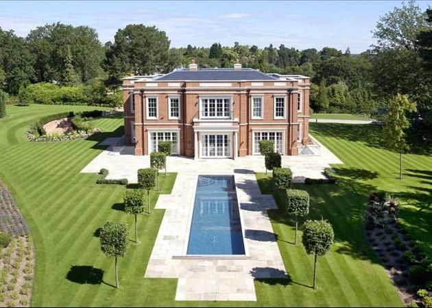 Crossacres A 17 5 Million Newly Built Mansion In Surrey England Mansions Country Mansion Virginia Water