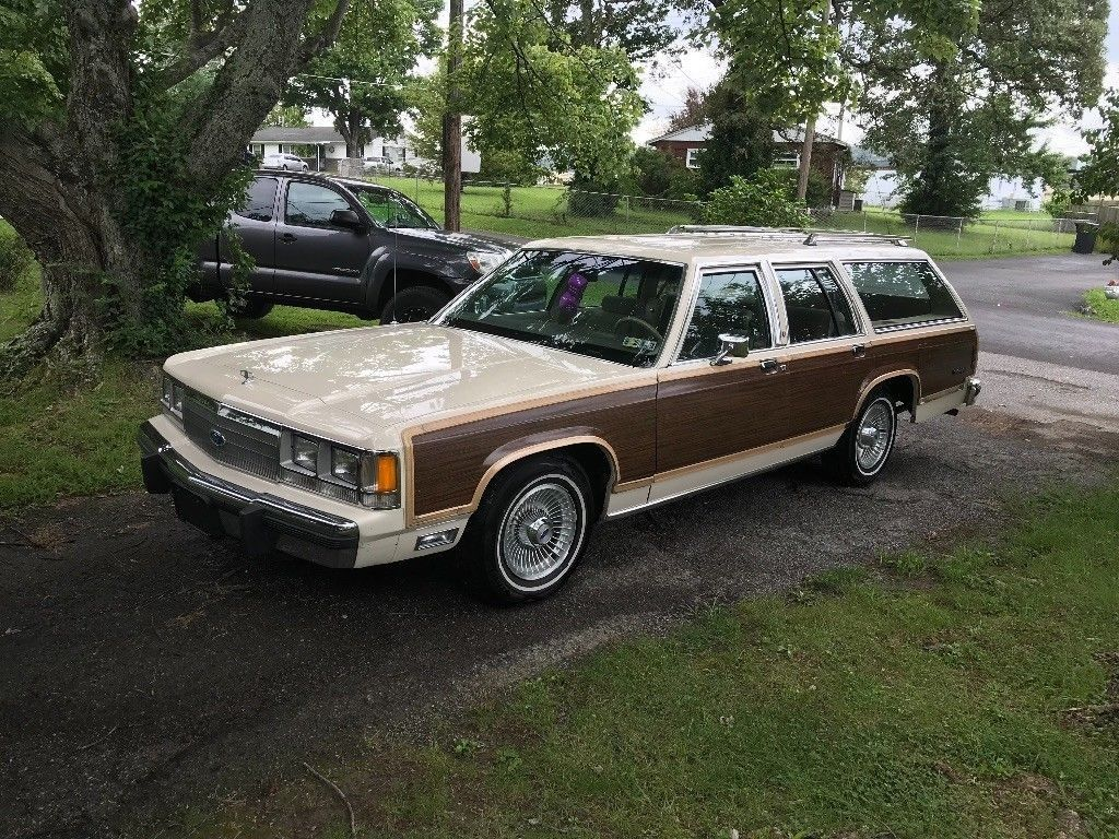 Last Of The Breed 1991 Ford Country Squire LX Wagon USA Wagons