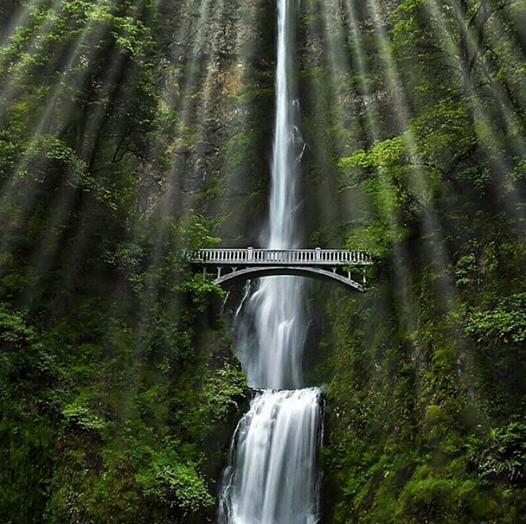 The breathtaking Multnomah Falls, Oregon