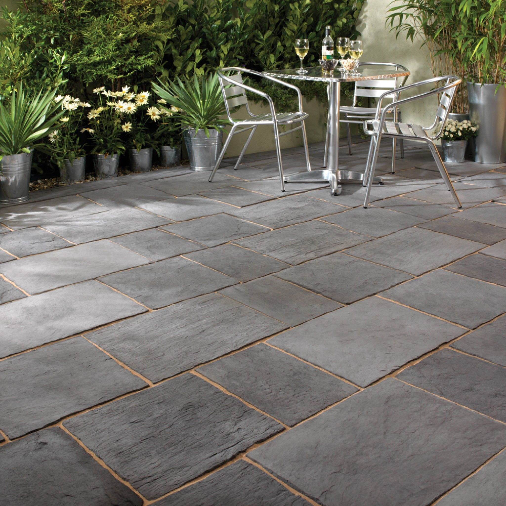 Bradstone Layered Slate Effect Paving Dark Grey Patio Pack 6 70 M2 Per Pack Premium Manufactured Paver Patio Patio Design Patio Stones