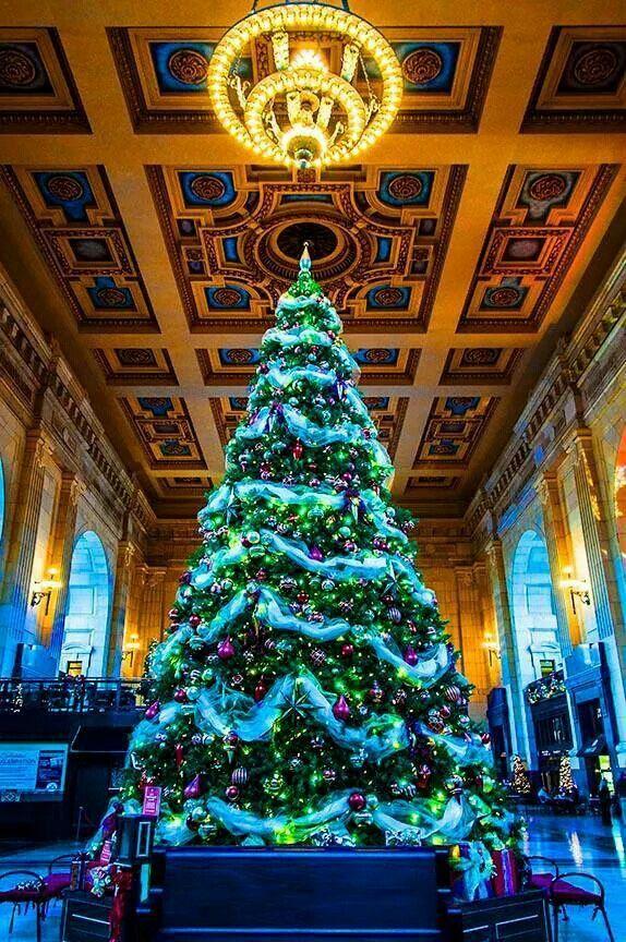 Christmas tree union station kansas city Missouri Kansas