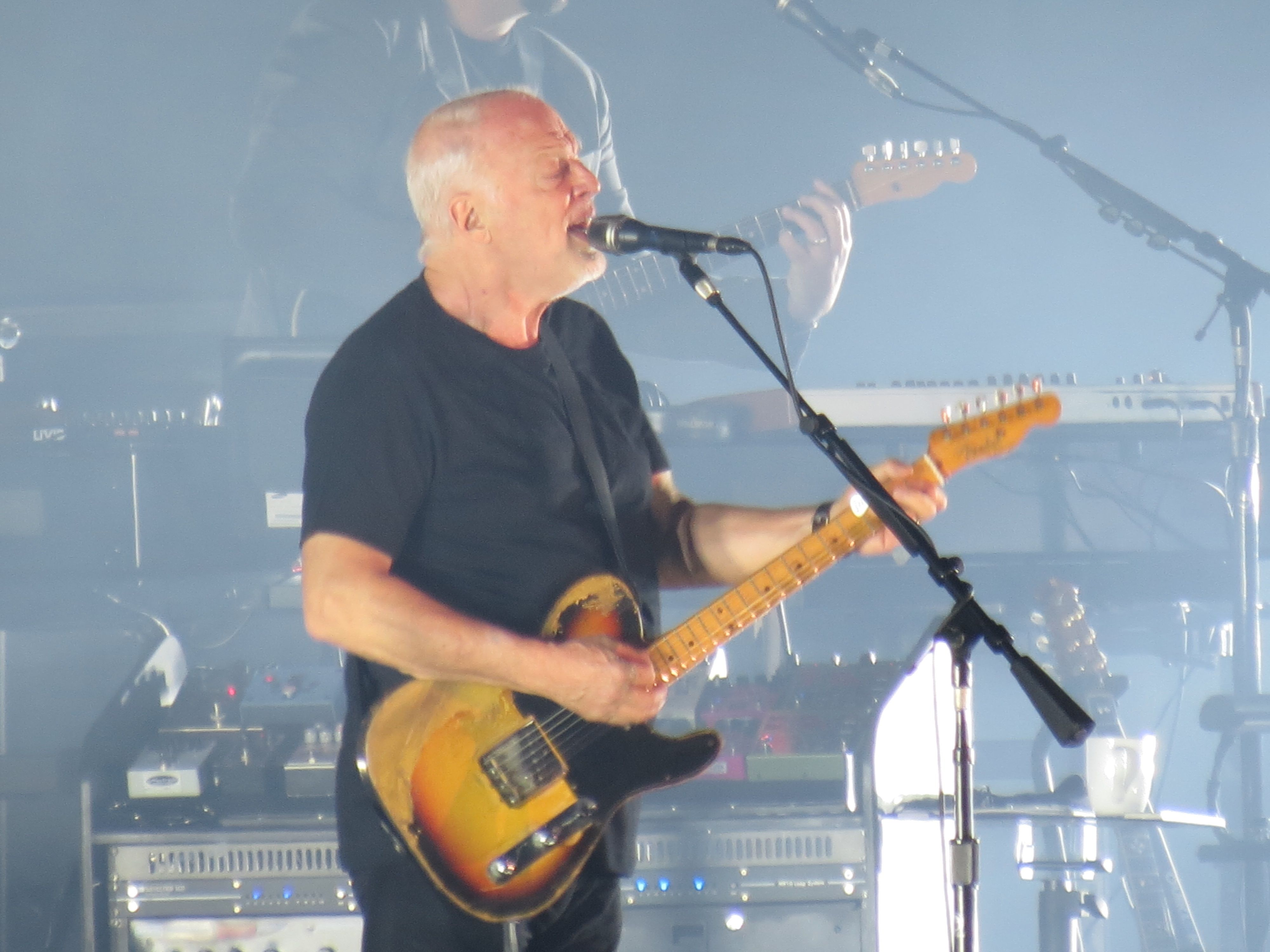 pink floyd s david gilmour rattle that lo ck world tour 2015 16