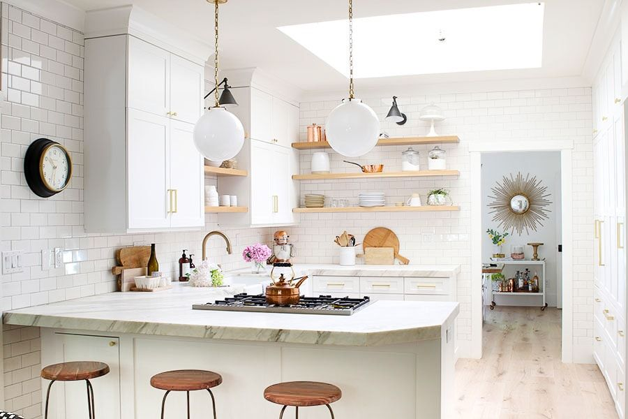 Whether you love bright and open or stylish and sleek, we've found all of the modern farmhouse kitchen inspiration for your next interior design makeover. #homedecor #farmhousedecor #farmhousekitchen #kitchenremodel #homedecorkitchen #homedecorideas