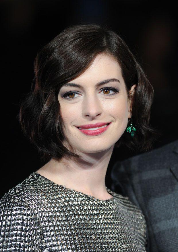 Anne Hathaway Interstellar London Premiere Bob Hairstyles For Thick Bob Hairstyles Wavy Bob Hairstyles