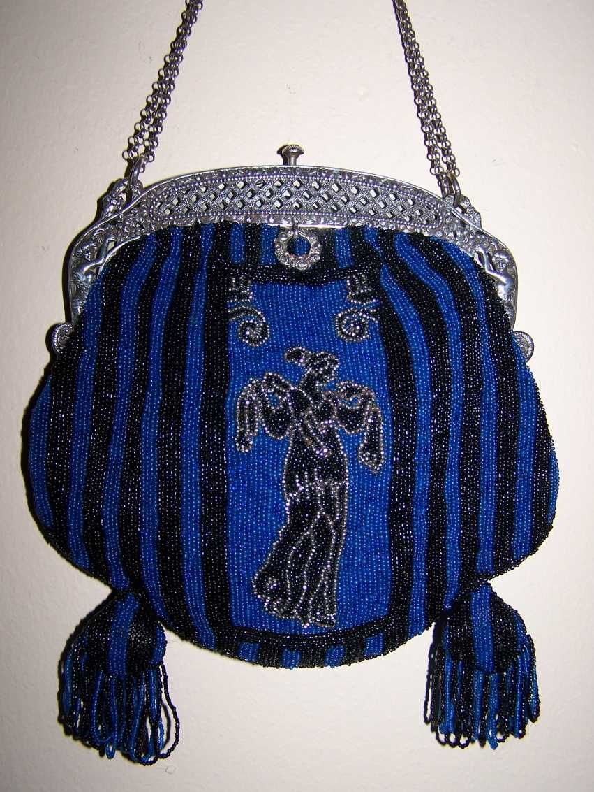 1920s handbag. Via Decodame.