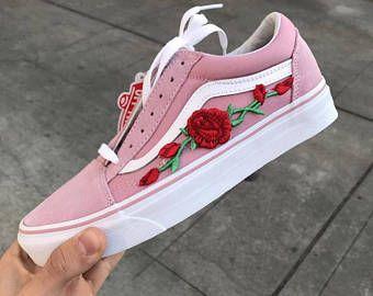 chaussure vans avec des rose rouge