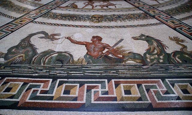 Otricoli tr pavimento lastricato con un magnifico for Pavimento con mosaico