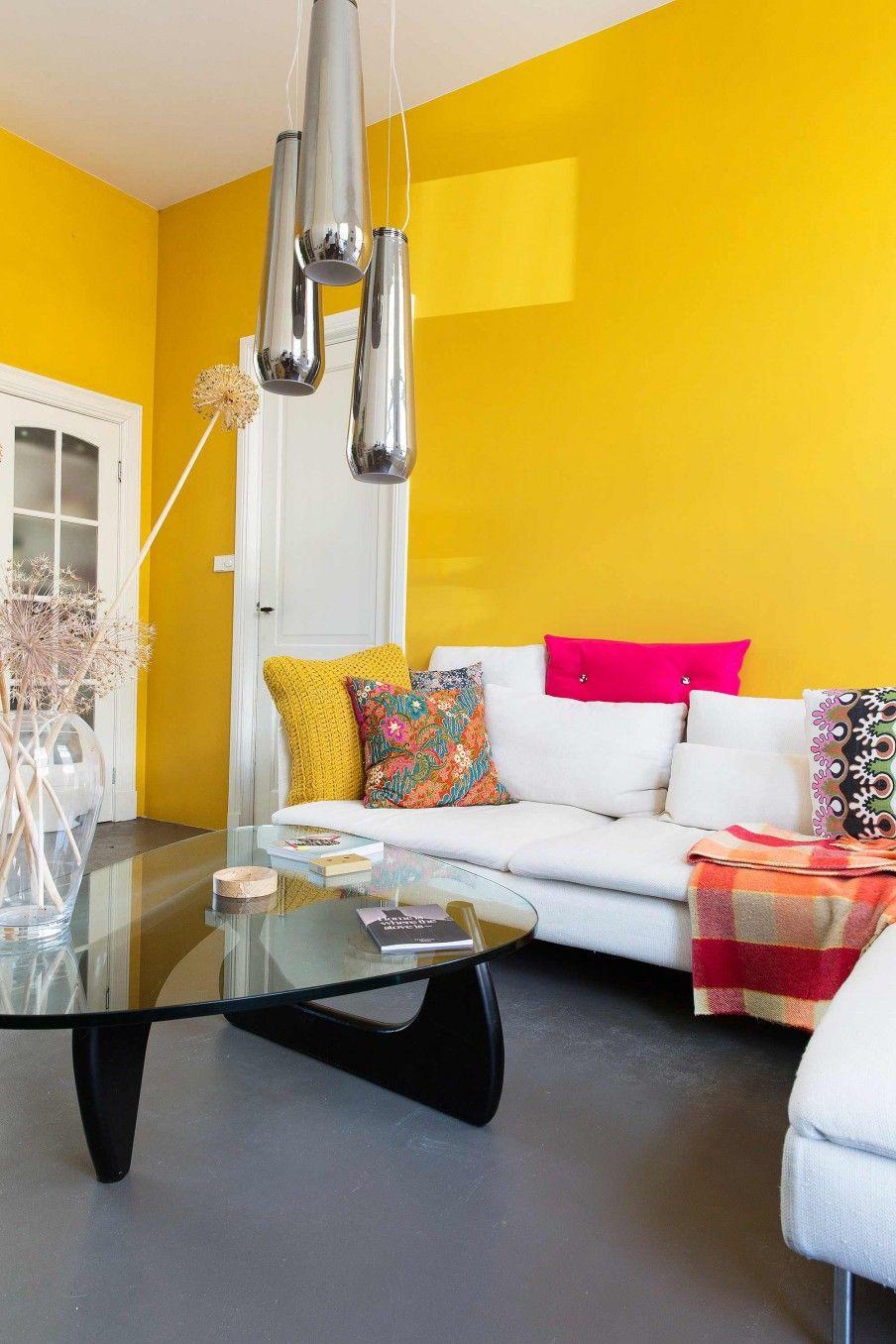 gele wand woonkamer   yellow wall livingroom   vtwonen 11-2016 ...