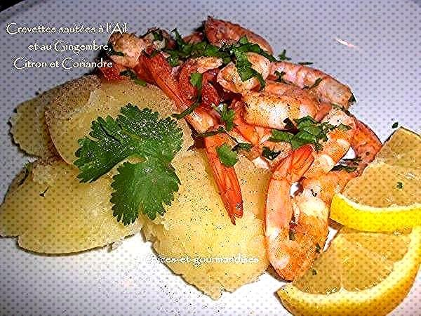 Shrimps sautéed with garlic and ginger, lemon and coriander