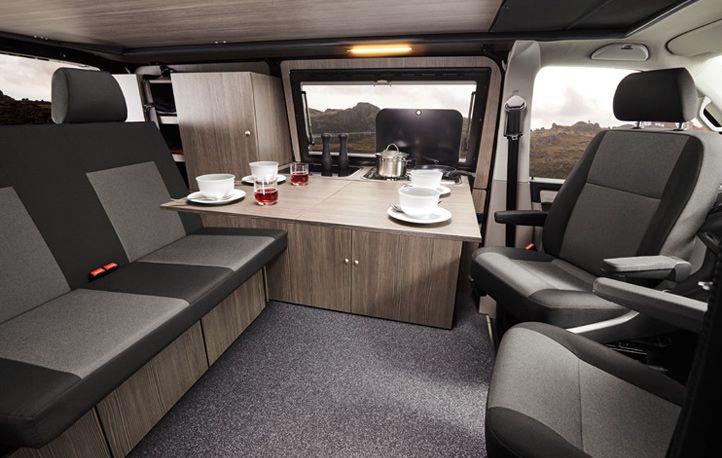 campingvan k che mit gro em tisch im vw t6 bulli umbau. Black Bedroom Furniture Sets. Home Design Ideas