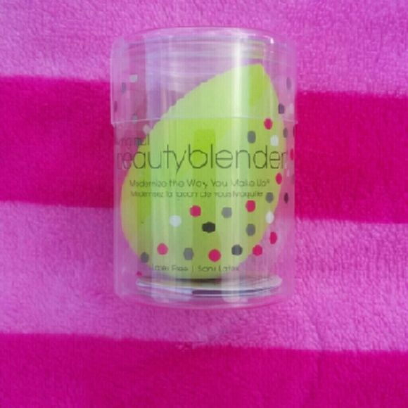 Green beauty blender brand new never used comes in for What brand of blender is used on the chew