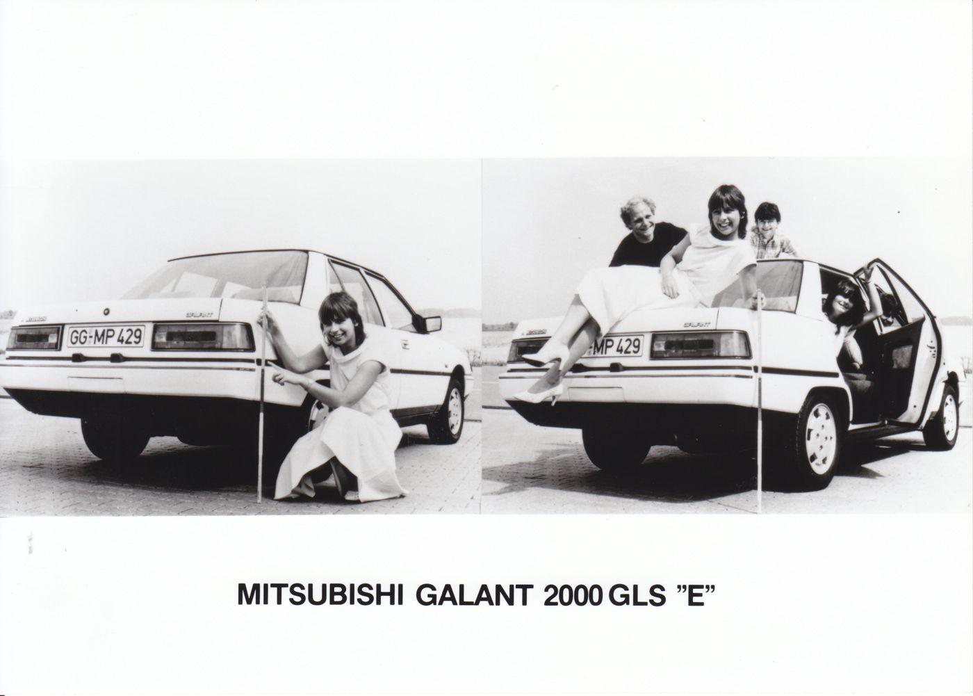 Mitsubishi V3000 Interior