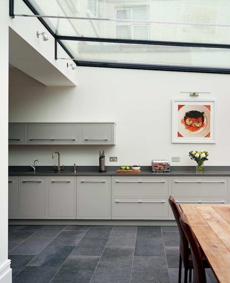 Essa eu com chão cinza e mesa de madeira | Cozinha cinza | Pinterest