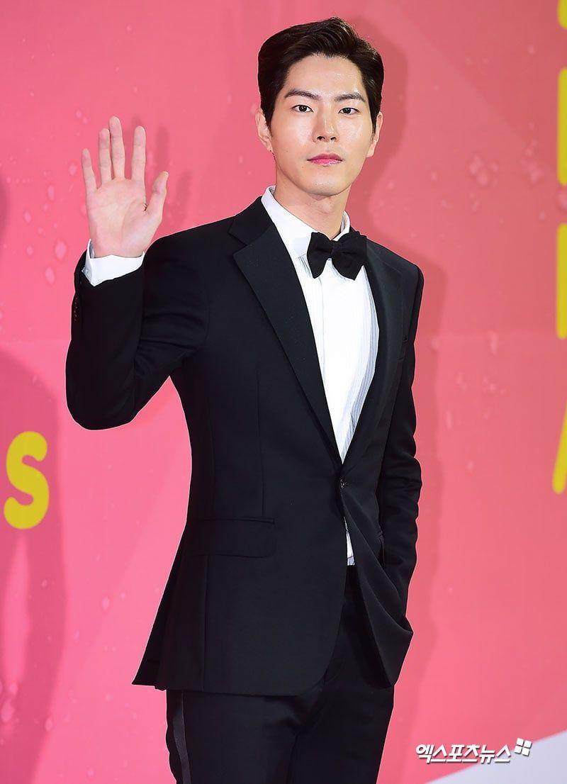 Pin By Larin Yasin On Hong Jong Hyun Music Awards Music Awards 2017 Korean Idol