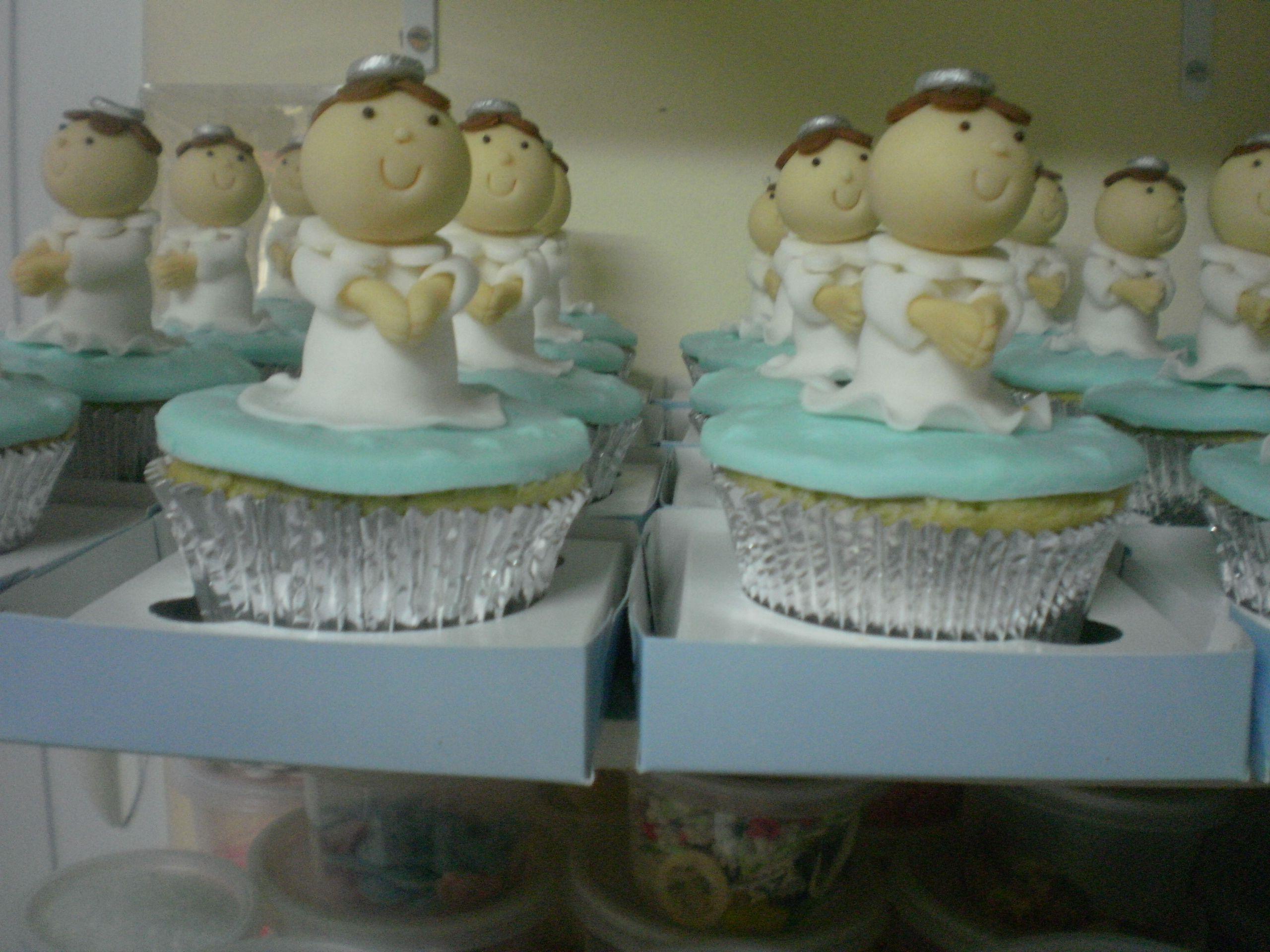 Cupcakes de batizado em prata e azul