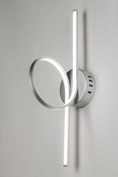 Art. 72103 Deze wandlamp - plafondlamp is voorzien van LED verlichting. De buitenzijde van het armatuur is gemaakt van aluminium. De binnenzijde heeft een witte, matte, kunststof afwerking waardoor het licht gelijkmatig verdeeld wordt. http://www.rietveldlicht.nl/artikel/plafondlamp-72103-modern-design-kunststof-metaal