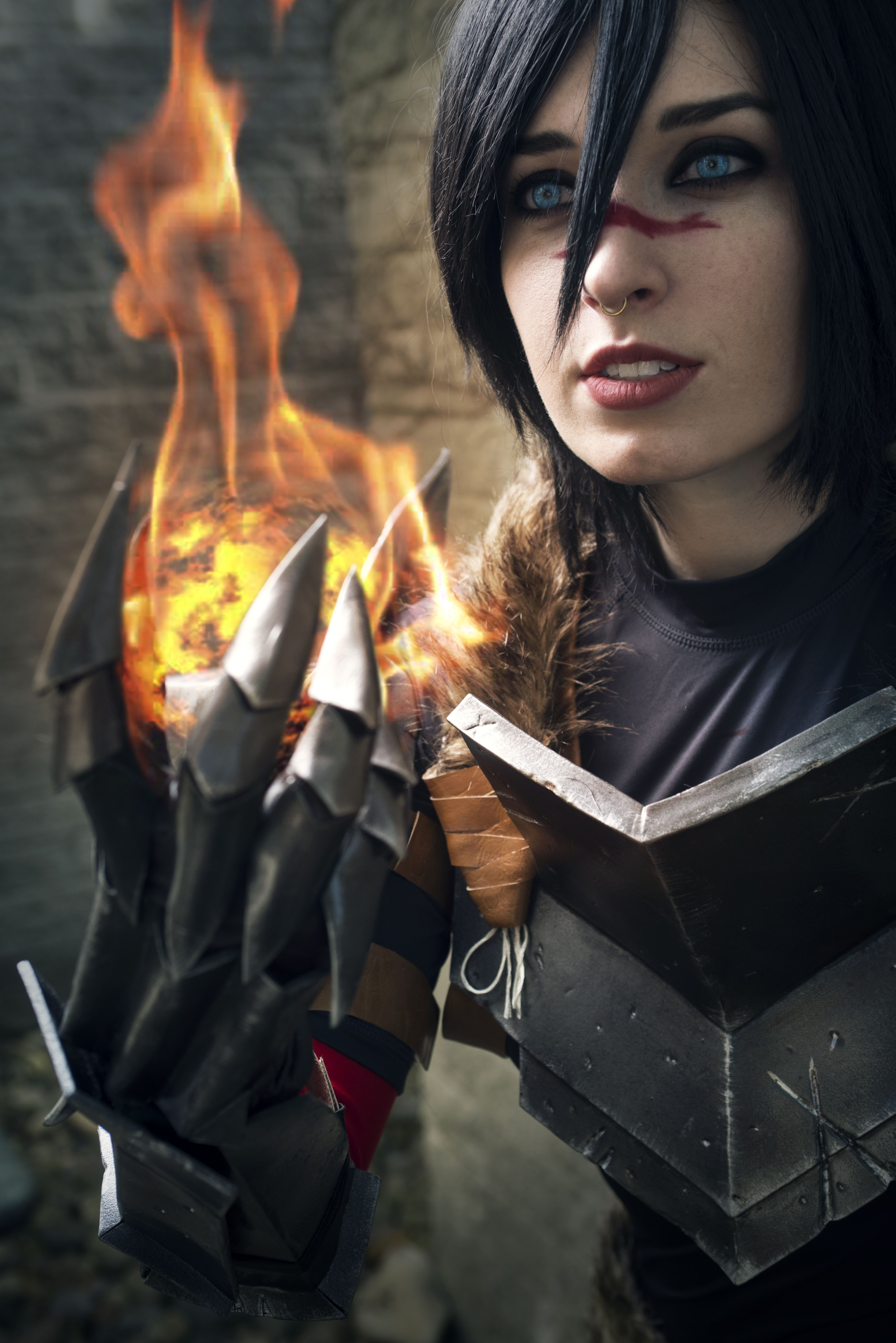 Marian Hawke from Dragon Age 2 cosplayed by Space Cat Senpai. | My