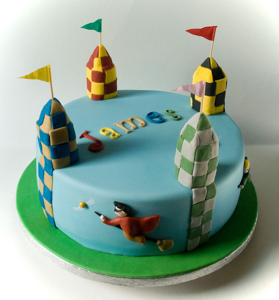 quidditch cake google search kids pinterest cake harry potter and harry potter cake. Black Bedroom Furniture Sets. Home Design Ideas
