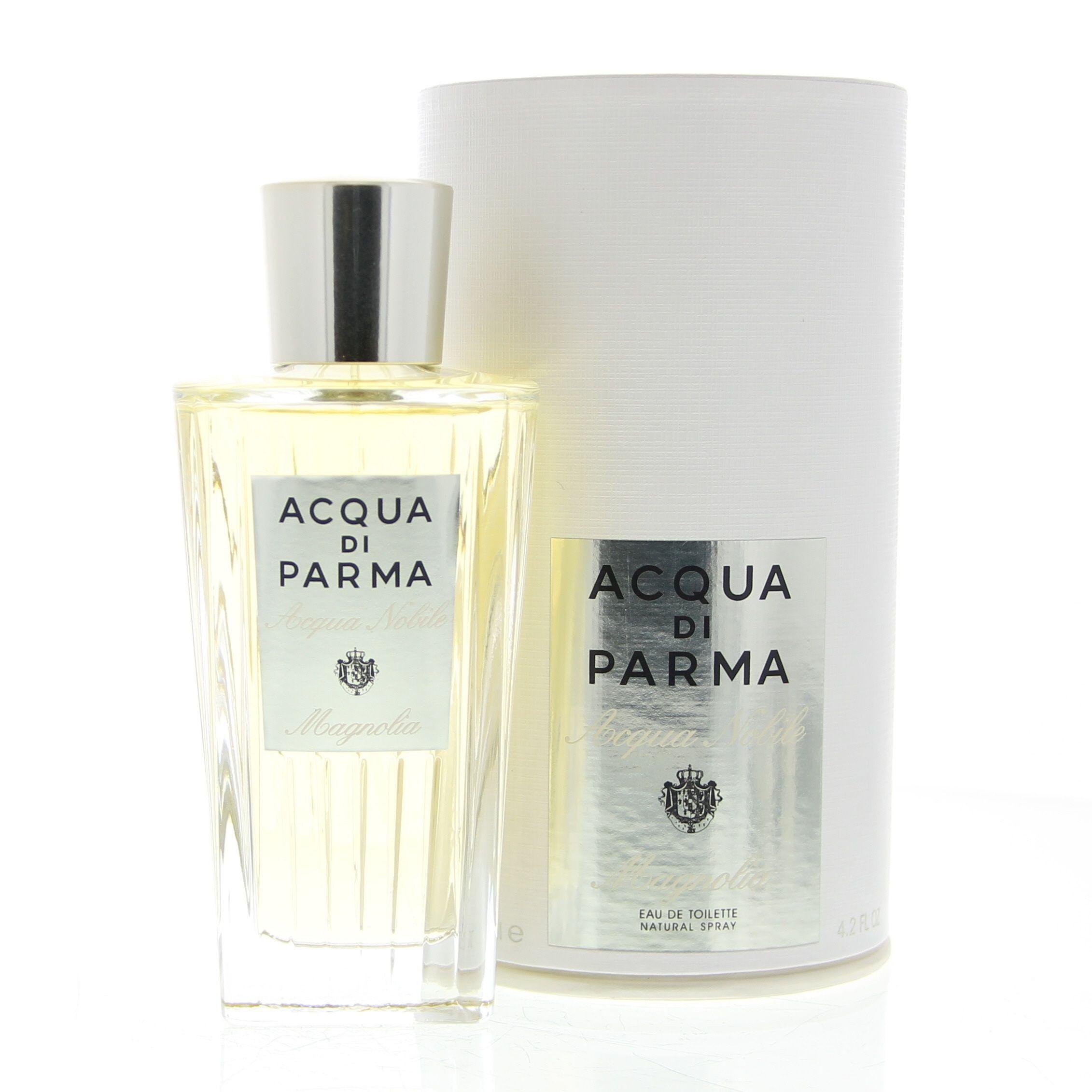 Acqua di Parma Acqua Nobile Magnolia Eau de Toilette Spray 125ml  Een zonne-geur die de majestueuze aard van Magnolia knoppen onthult. Een heldere prelude van citrusvruchten zoals bergamot mandarijn citrus en citroen embellised door de vitaliteit van Neroli. De mix van Lily van de vallei en Fressia onthullen de betoverende en delicate kenmerken van de Magnolia bloem. De frisse en elegante geur evolueert uiteindelijk in zachte nuances van jasmijn en oranje bloemen. De geur sluit met een basis…