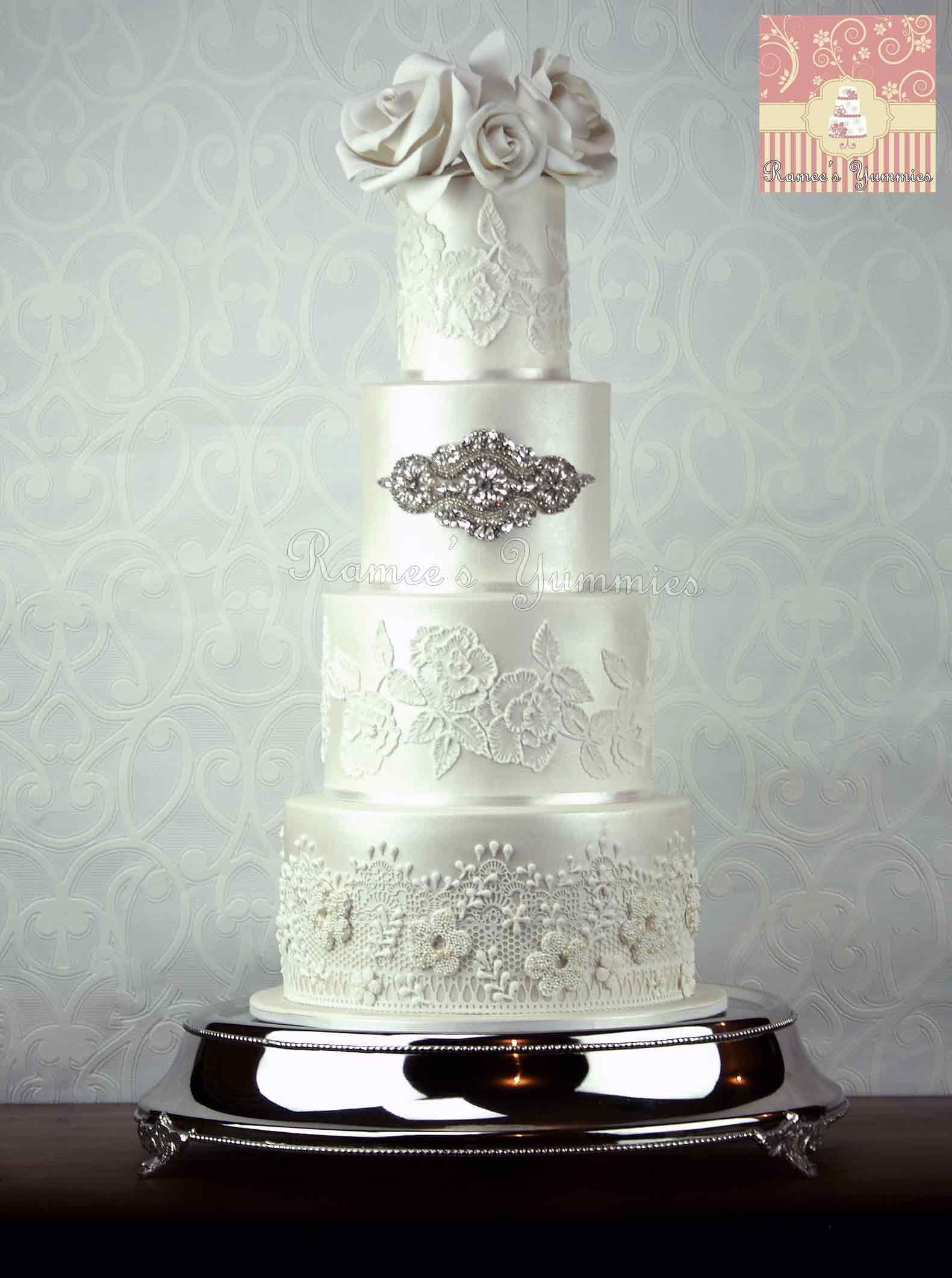White Lady #weddingcake #roses #white #lustre #pearls #lace #piping ...