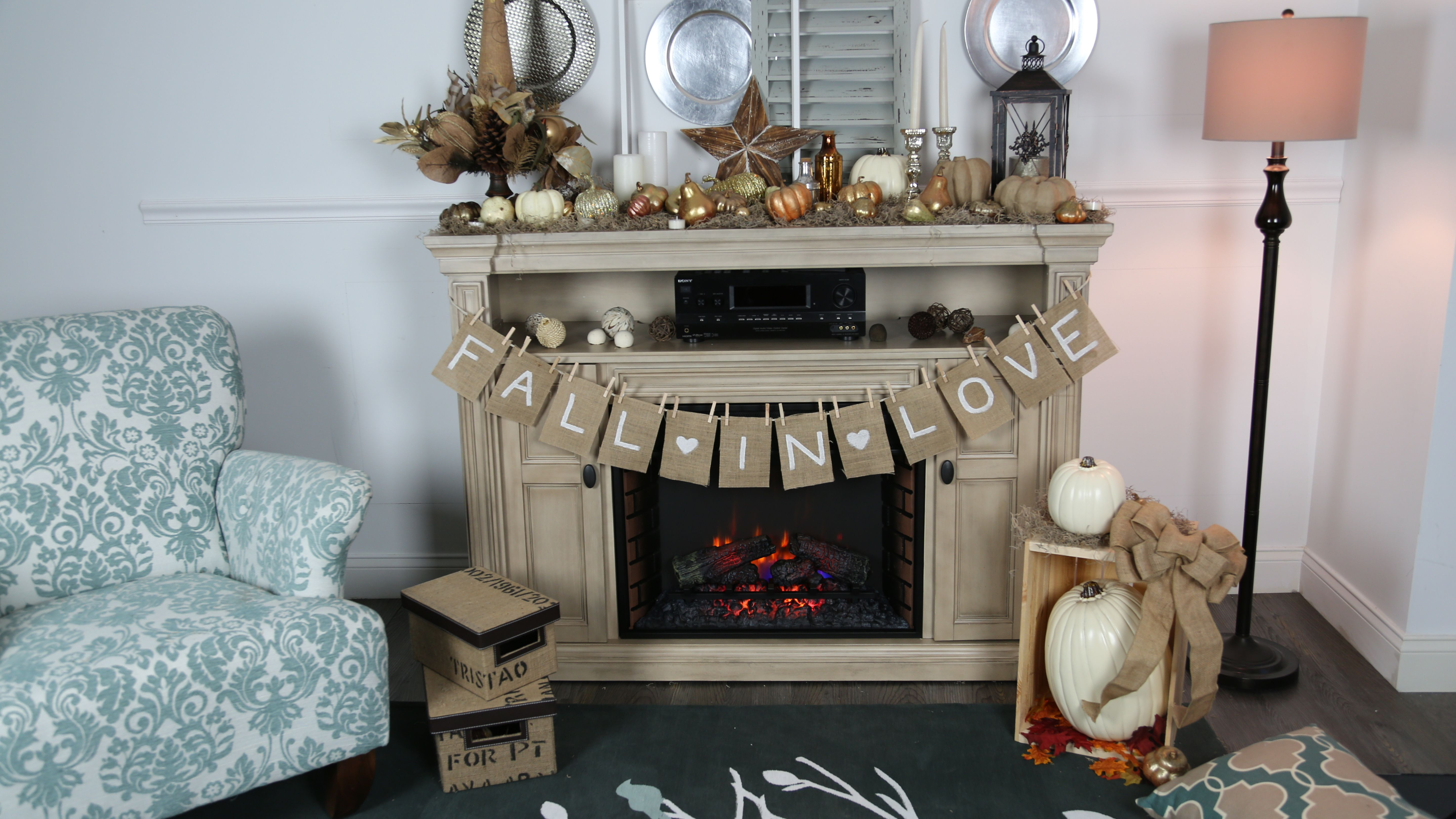 Chic Fireplace Mantel in Shabby Living Room fascinating drum