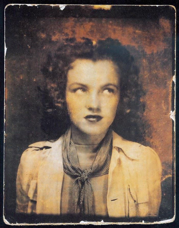 Norma Jeane Baker in a photobooth at age 12 in 1938 http://t.co/EIAO8Kh5t6 http://t.co/lfzhjm4tMy http://t.co/wtbYe9VGBh