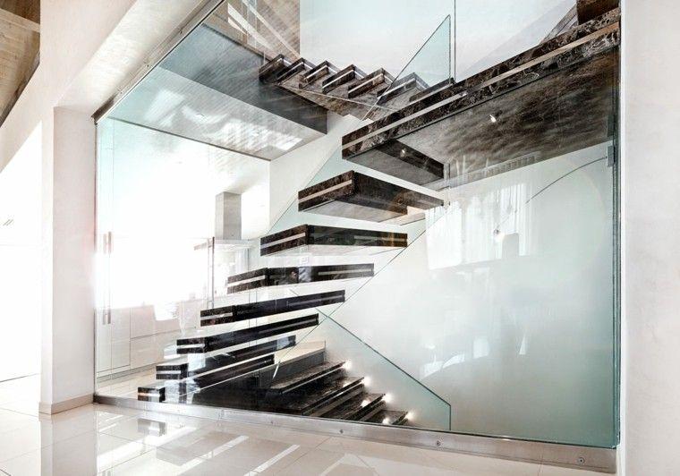 escalera negra marmol suspendida
