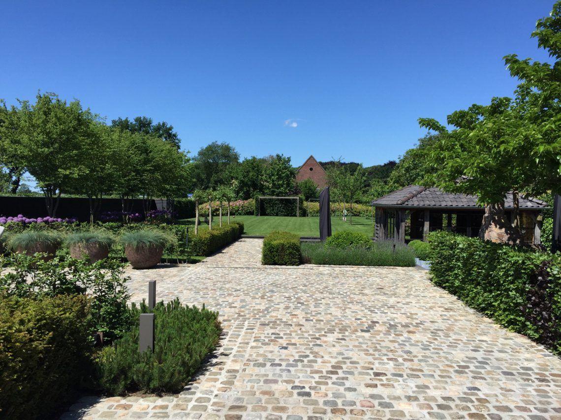 Groenseizoen tuinen ontwerpstudio strakke moderne tuin