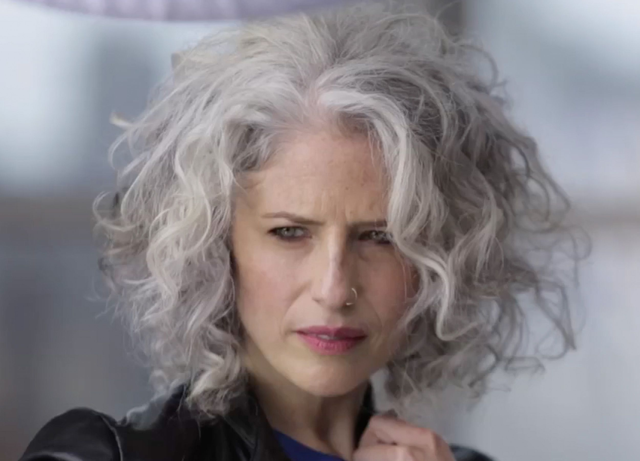 Oh my god. This silver hair style is all my dreams come true. Soft curls and bea…