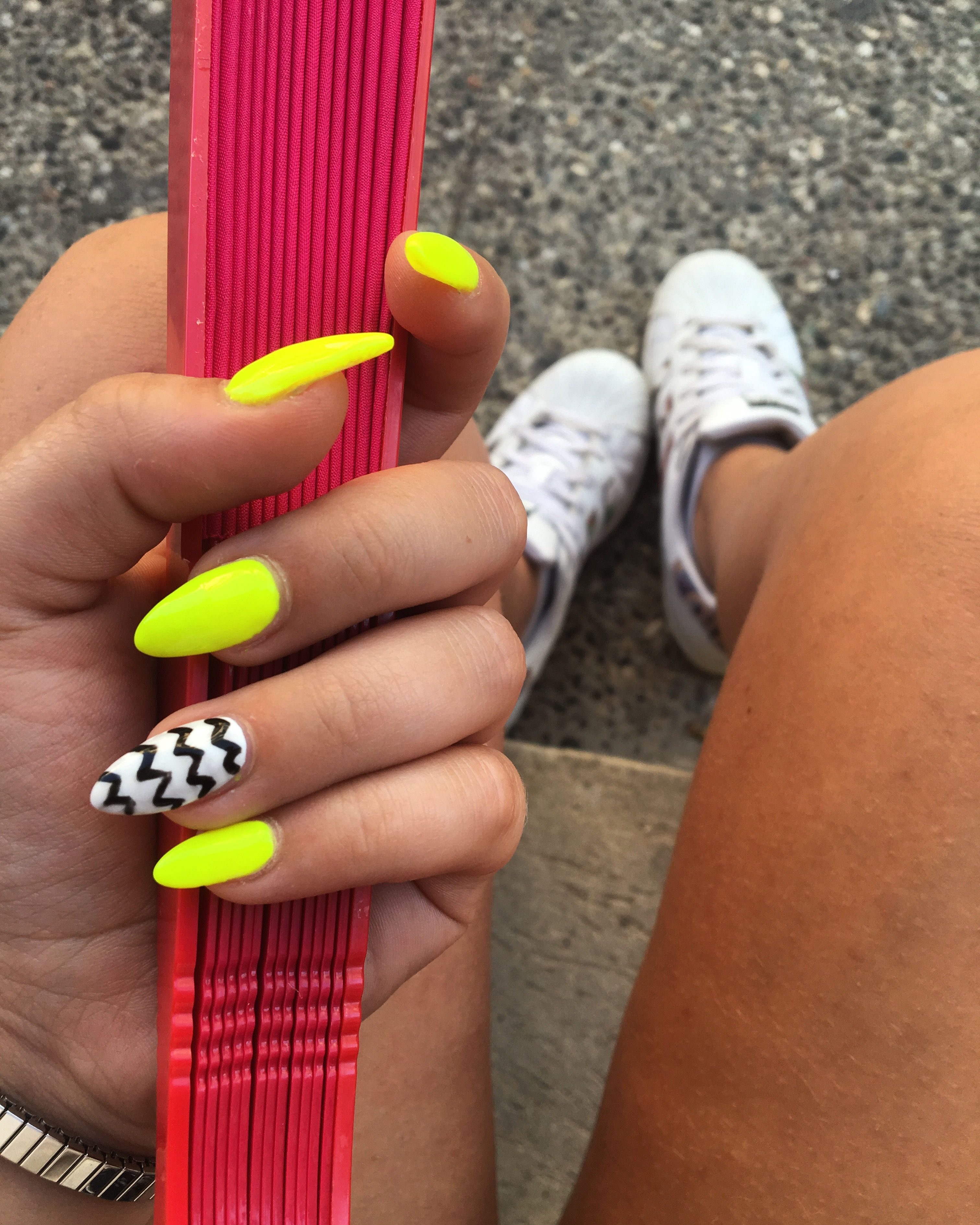Fluo Yellow Nails Nel 2019 Gel Nails Nails E Acrylic Nails
