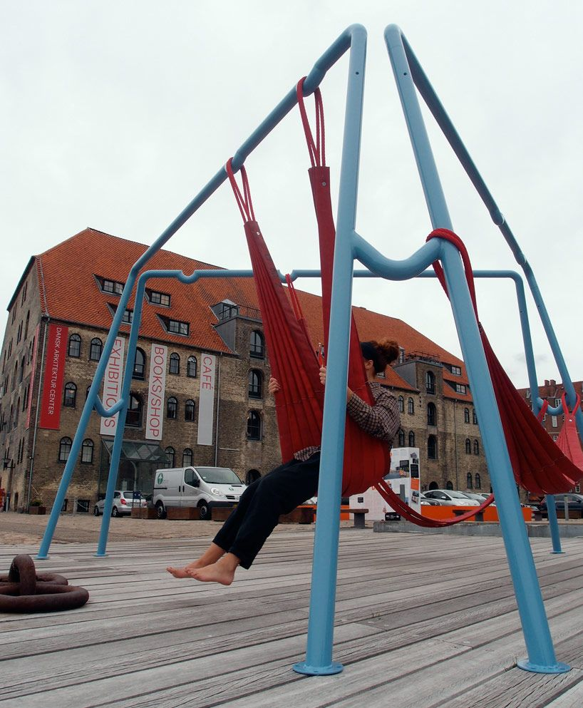 Off ground playful seating elements for public spaces for Mobilia woonstudio amsterdam