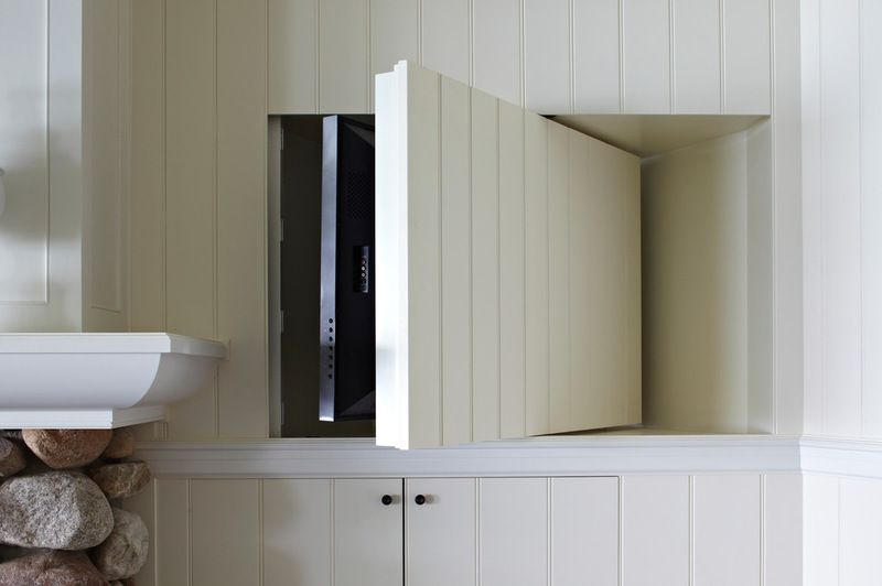 How to hide the TV. Swivel around. A TV on one side 8a1b1f2556