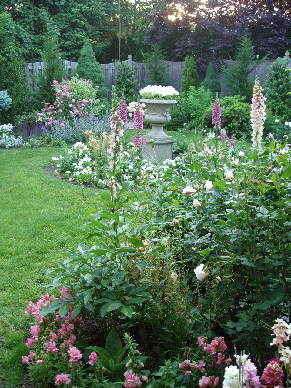 Garden style the english cottage garden where the old - English Rose Garden And Immediately Be Greeted By The Tall And Elegant Pale Pink