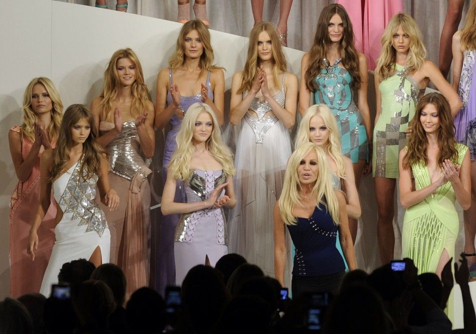 World S Top 10 Most Popular Fashion Designers Donatela Versace Fashion Fashion Design Top 10 Fashion Designers