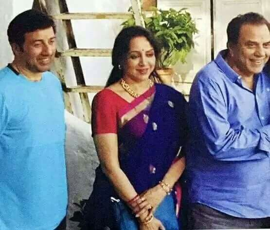 Hema Malini With Sunny Deol And Dharmendra